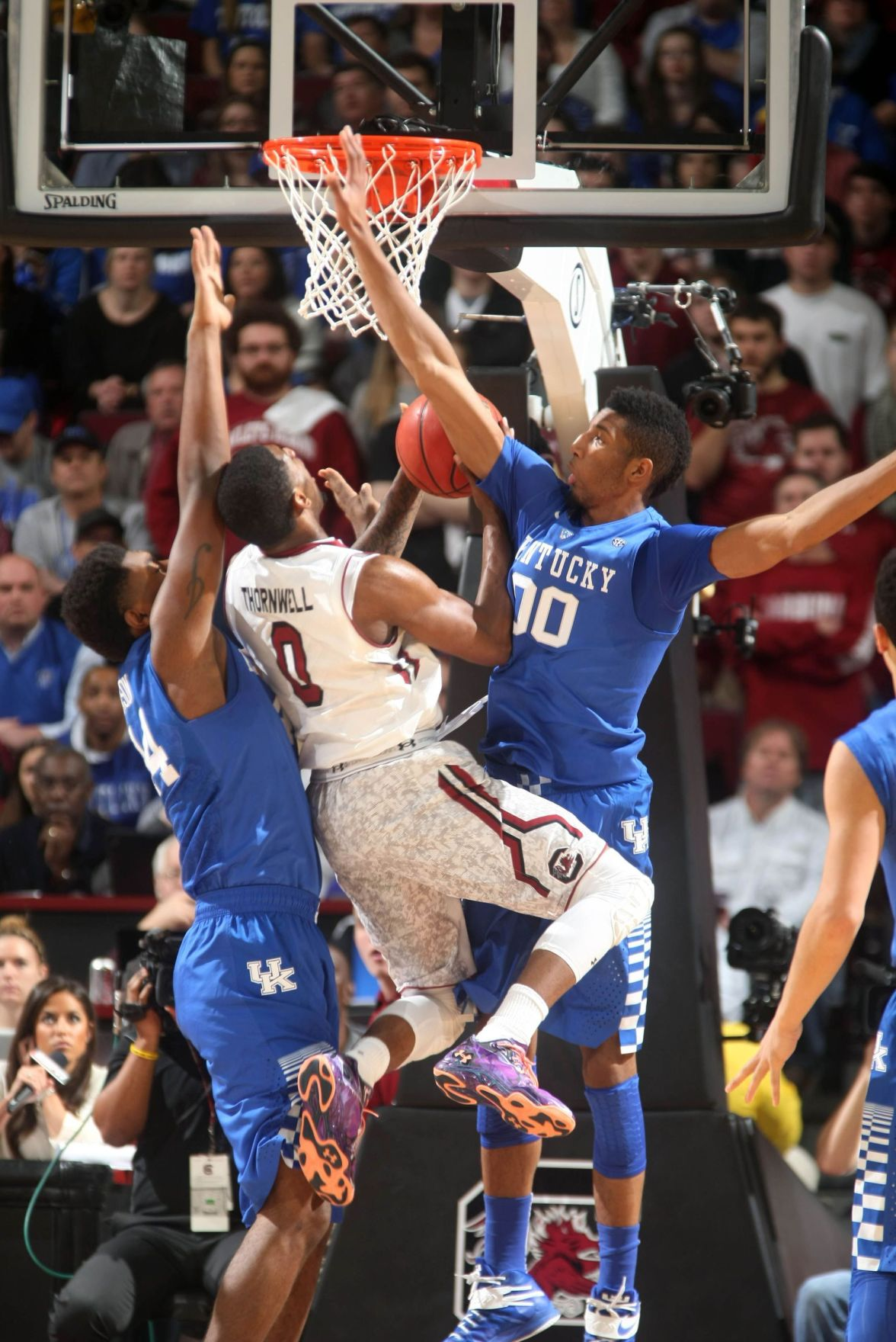 Top-ranked Kentucky too much for USC