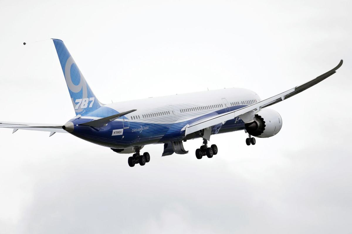 FAA says Dreamliners can now fly farther from airfields