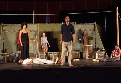'Hamlet' gets a standing ovation at U.N.