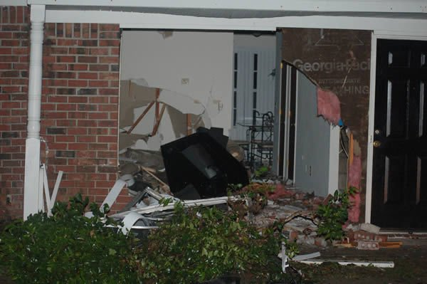 Driver wanted on drug charges crashed into townhouse after police chase
