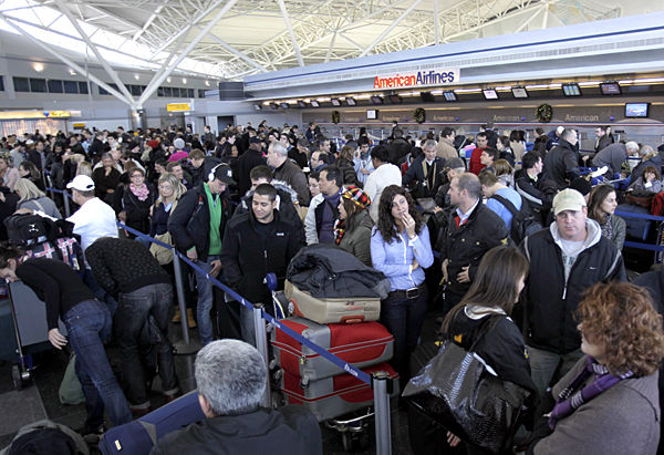 Flights resume -- as do long lines -- after blizzard