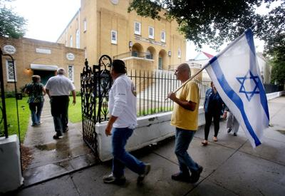 Synagogue holds rally for peace