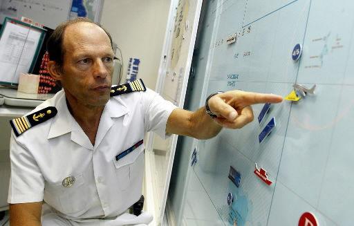 Teen sailor awaiting rescue in Indian Ocean