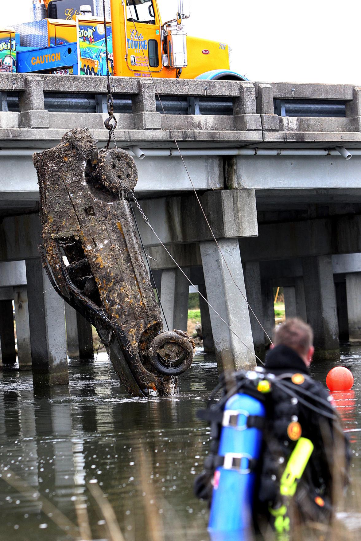 Two, not three, cars were in creek, deputies say