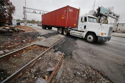pc-121118-ne-railroadcrossing
