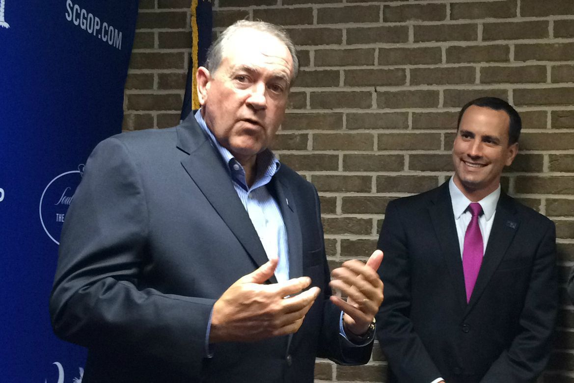Presidency no job for rookies, Mike Huckabee tells S.C. Republicans
