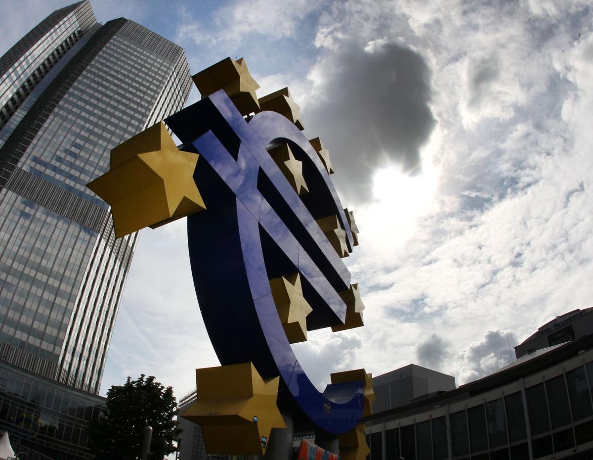 Eurozone economy speeds up, back to '08 size