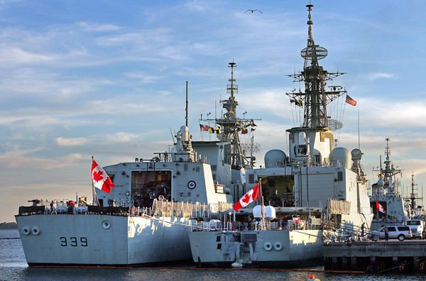 4 Canadian Navy ships at Union Pier