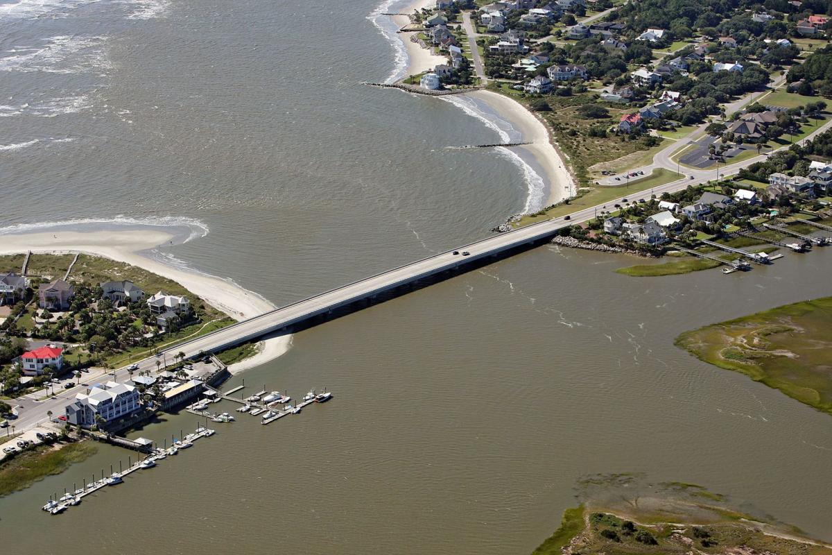 Sandbars, tides a risky mix for Lowcountry holiday beachgoers