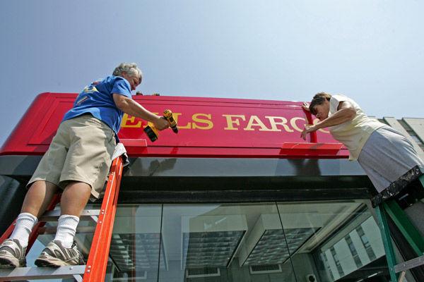 Wells Fargo colors rise as Wachovia's come down