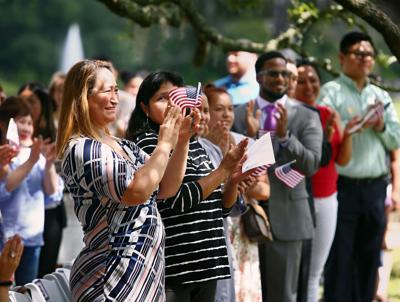 applaud naturalized citizens.jpg