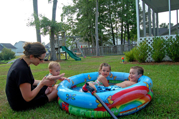 Keep An Eye On Kids Small Backyard Swimming Pools Can Pose Drowning Risk