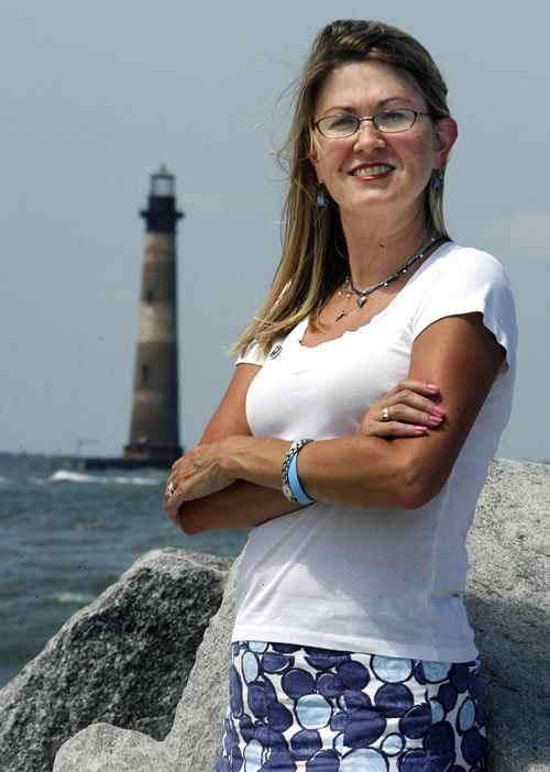 Morris Island light gets support