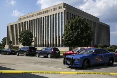 BC-US--Michigan Courthouse-Shooting, 9th Ld-Writethru,178<\n>Sheriff: 2 bailiffs, suspect dead in Michigan courthouse<\n>AP Photo GFX0231, MIKAL102, NY550, MIKAL101, MIBEN102