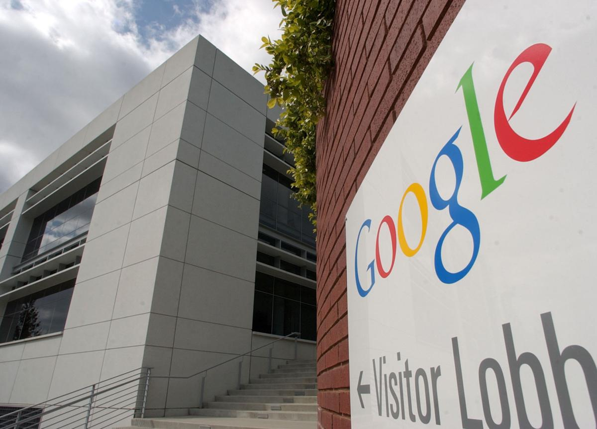 Google, Samsung unveil laptop