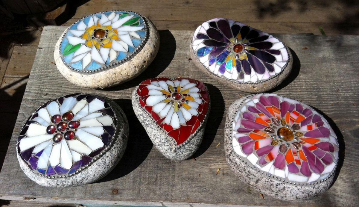 Make garden keepsakes with mosaic stones