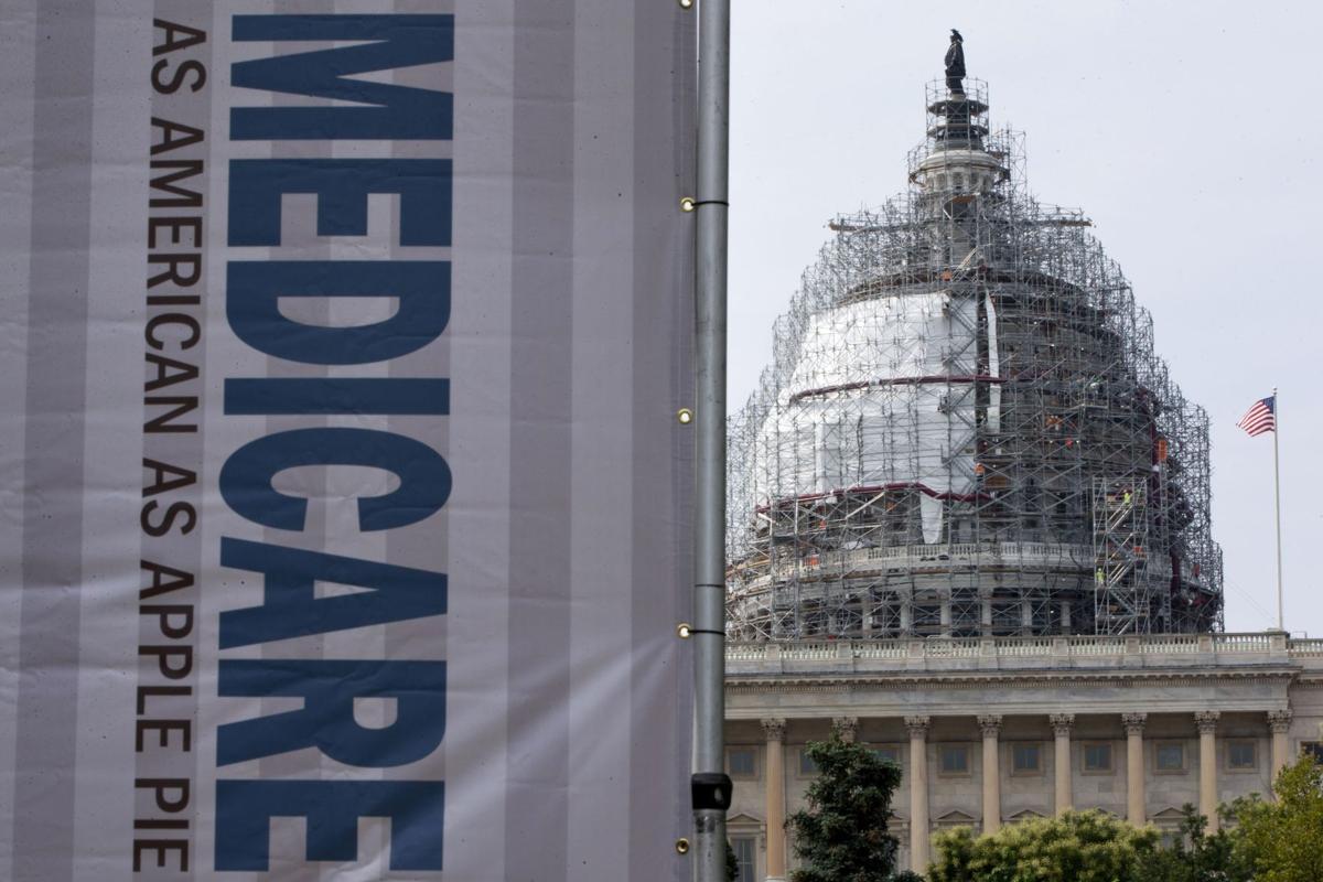 Medicare plan on payment for cancer drugs stirs battle