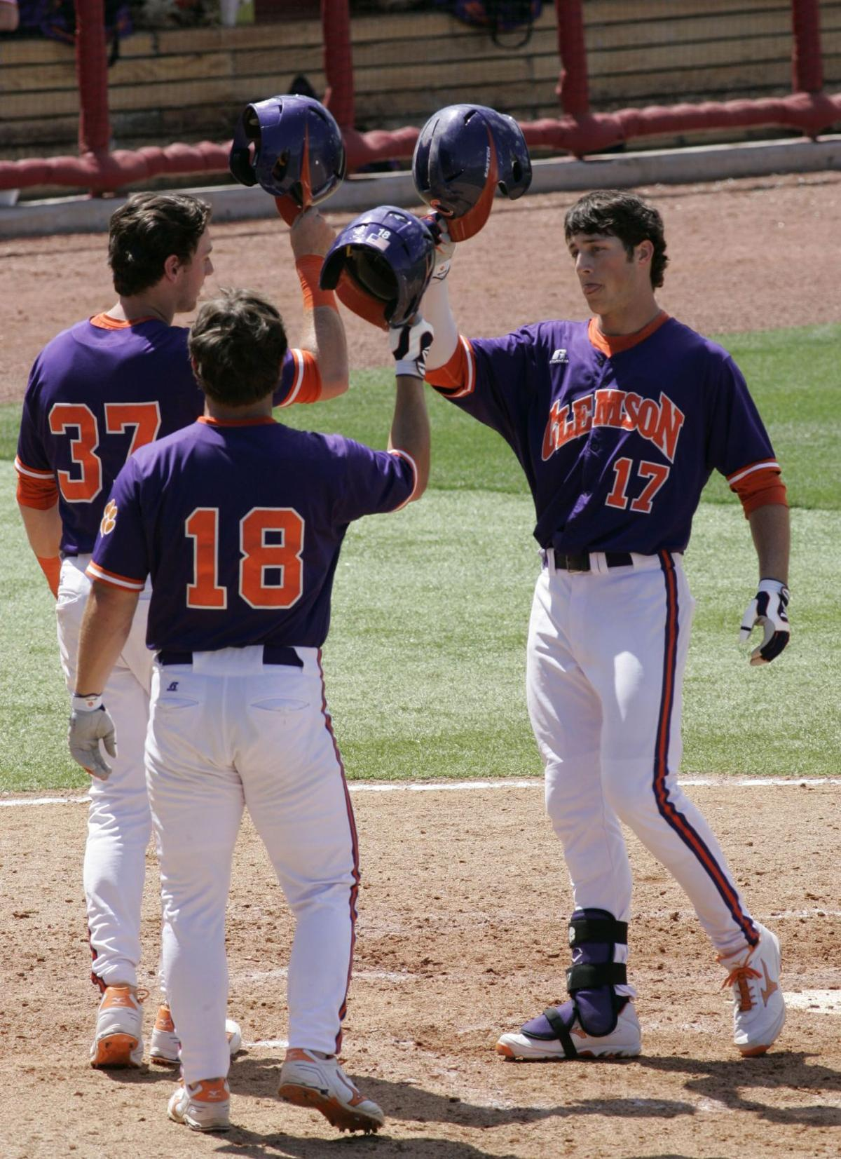 Wilkerson's back-to-back blasts help Clemson bounce back