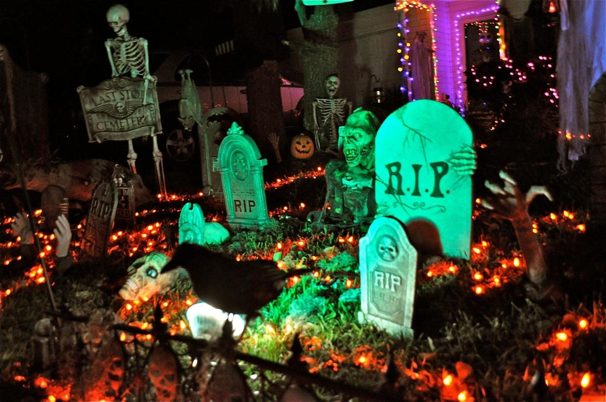 One Story House Christmas Lights.Decorating Freaks Halloween Starts To Rival Christmas For