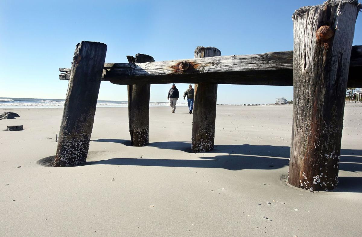 Timber groins part of Folly, locals say