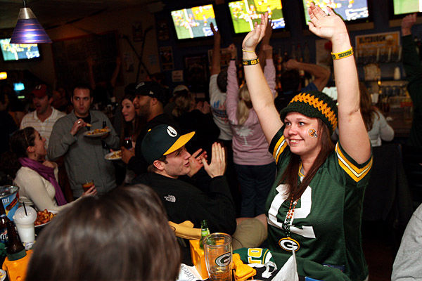 A Super show locally, too: Packers and Steelers draw the faithful to partisan watering holes