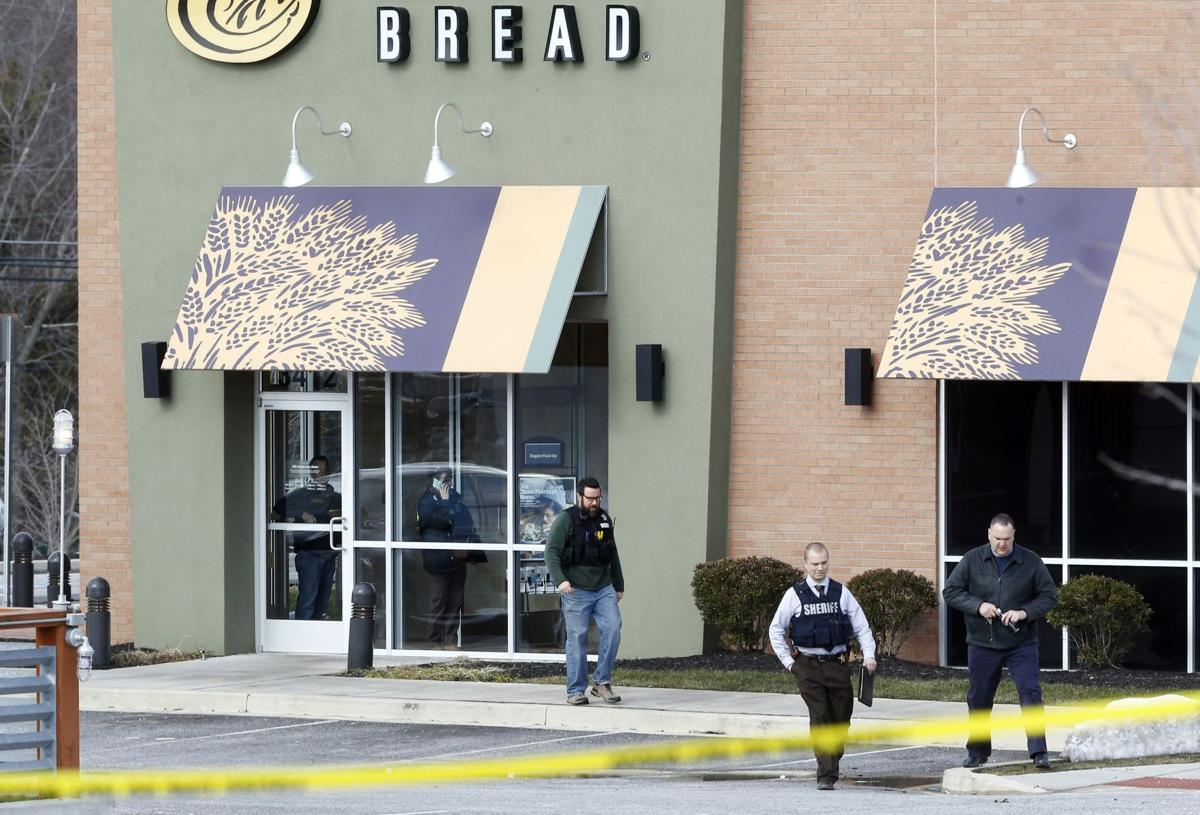 2 deputies wounded, suspect dead in shopping center shootout