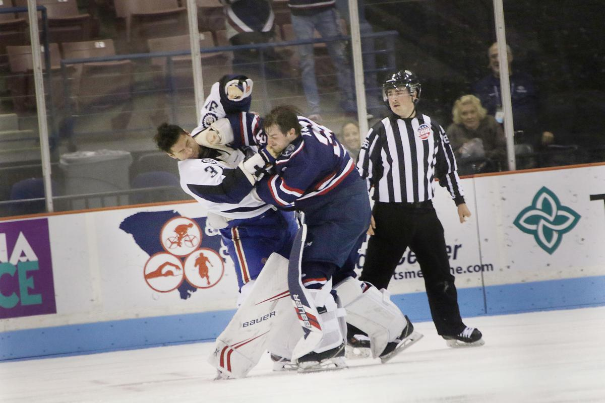 Logan Thompson Fight Stingrays Goalie