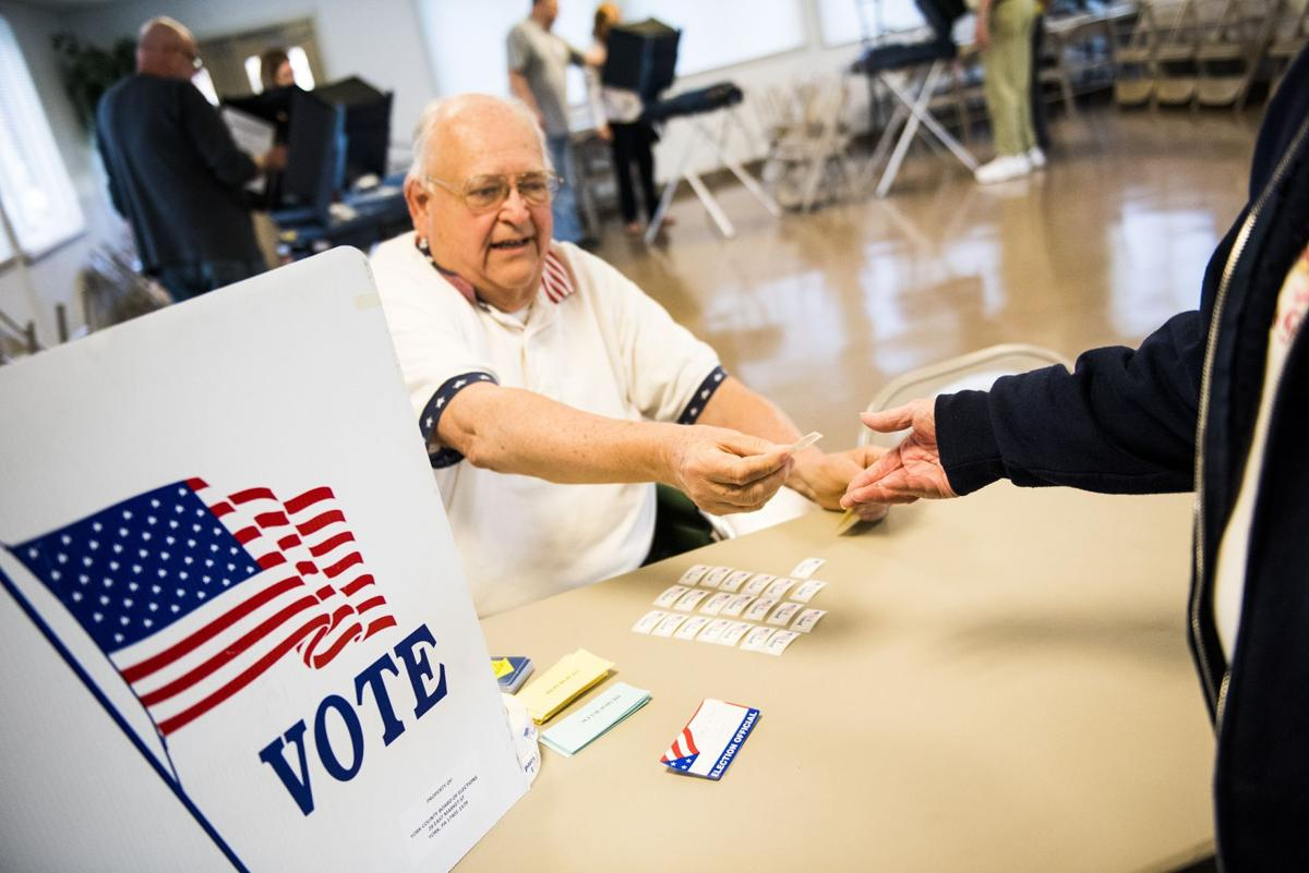 BC-US--2016 Election-Rdp, 19th Ld-Writethru,979<\n>Trump routs rivals in Northeast; Clinton carries four states<\n>AP Photo NYJJ107, PAMR135, INMC108, WVHUN109, PAPHQ903, PAMR133, GFX9472, GFX9466
