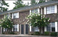 Affordable, roomy rentals bloom off popular Goose Creek thoroughfare
