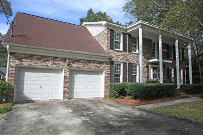 319 Ayers Circle Quaint brick home with detached 'flex' space in Summerville attractive for families, young professionals