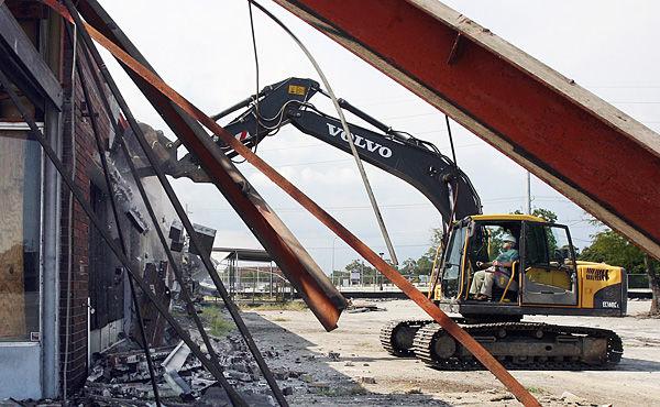Summey starts demolition of Shipwatch Square
