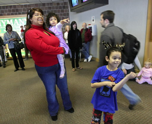 Skies mostly friendly for holiday air travelers