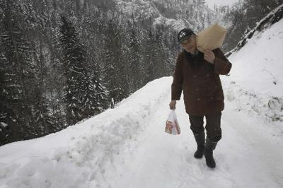 Serbia: 11,000 trapped in remote villages by snow