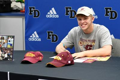 Amaker signs with Central Michigan Wrestling