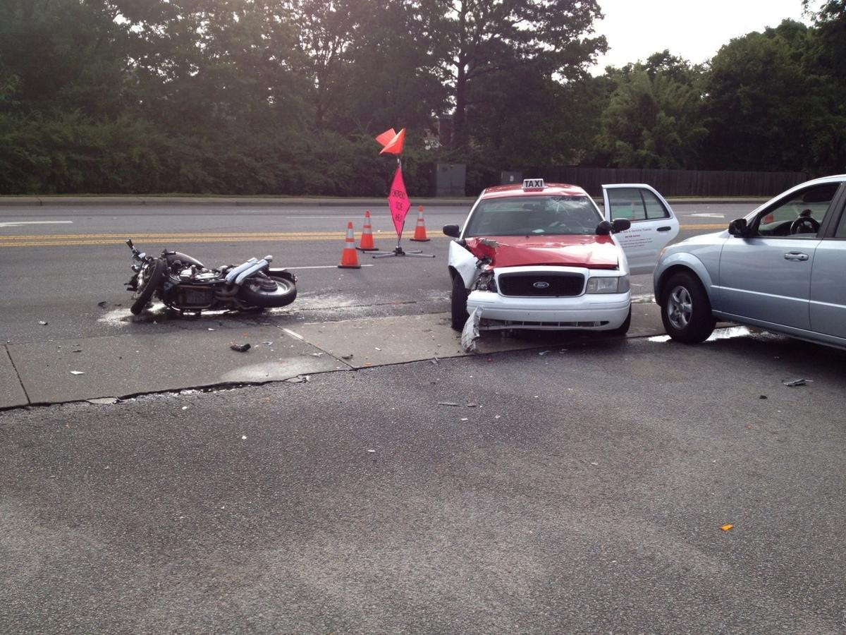 Motorcycle rider badly hurt in wreck in Goose Creek