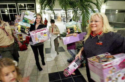 Holiday gift: Area family enjoys delivering Toys for Tots on Christmas Day