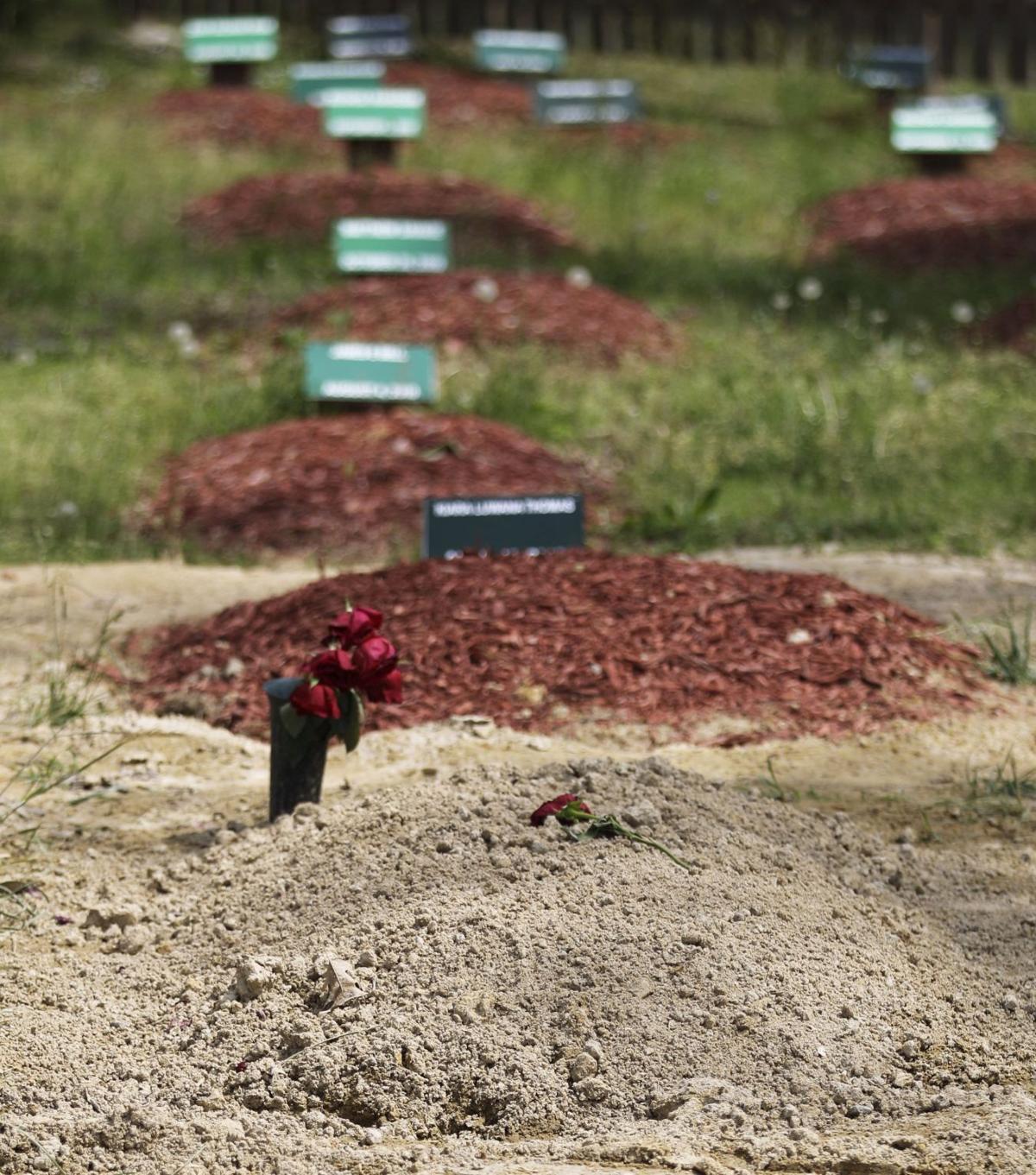Bombing suspect buried in Virginia