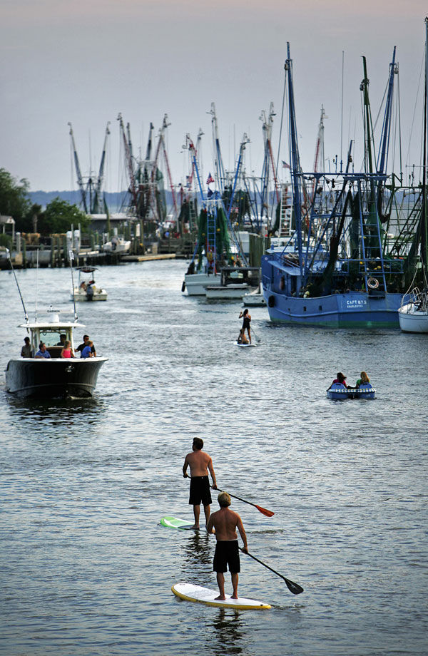 Federal laws require personal flotation devices for paddleboarders