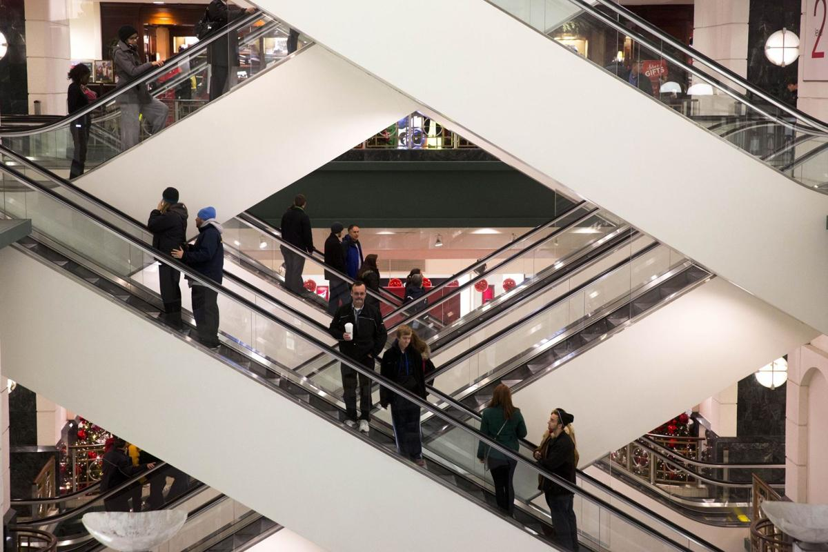 Holiday sales rose 2.7%, boosted by late surge,