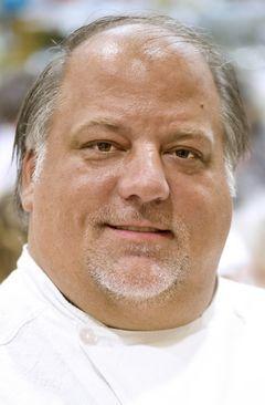 Chef Robert Carter returns to scene