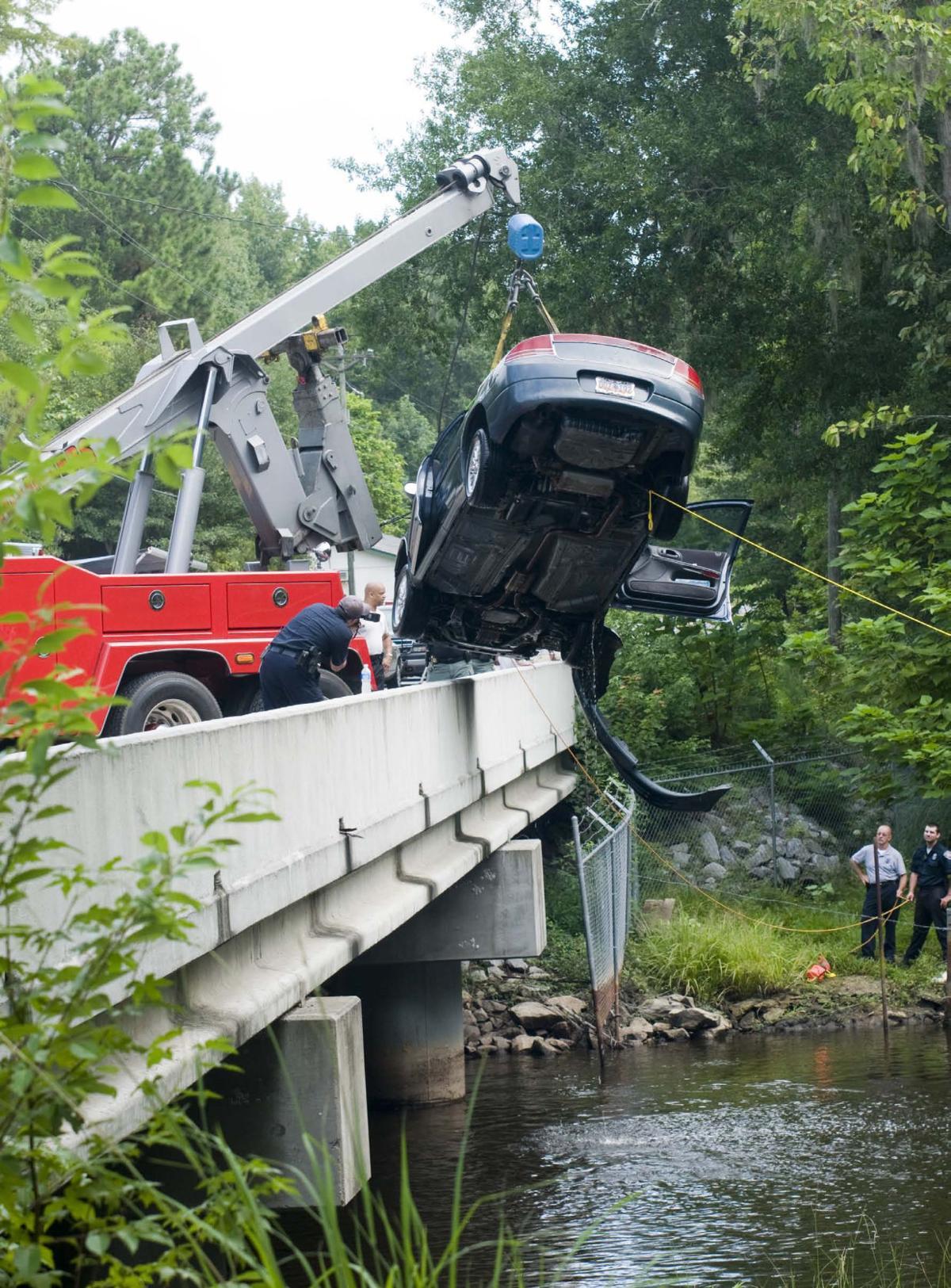 Bodies of 2 children found in car in Edisto River