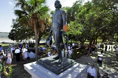 Moultrie's statue unveiled amid pageantry, pomp