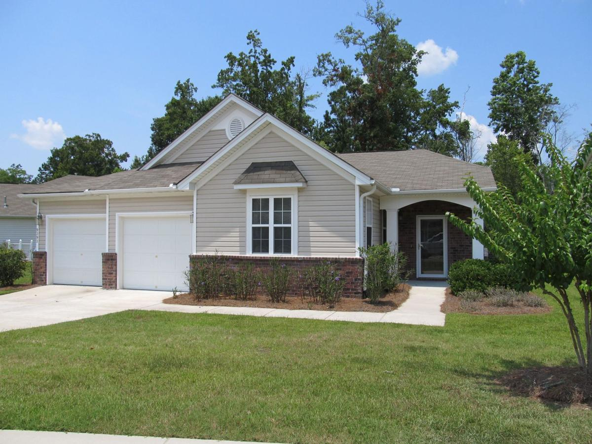 9391 N. Heyward Court — Proximity to Wescott golf course highlights roomy ranch for lease