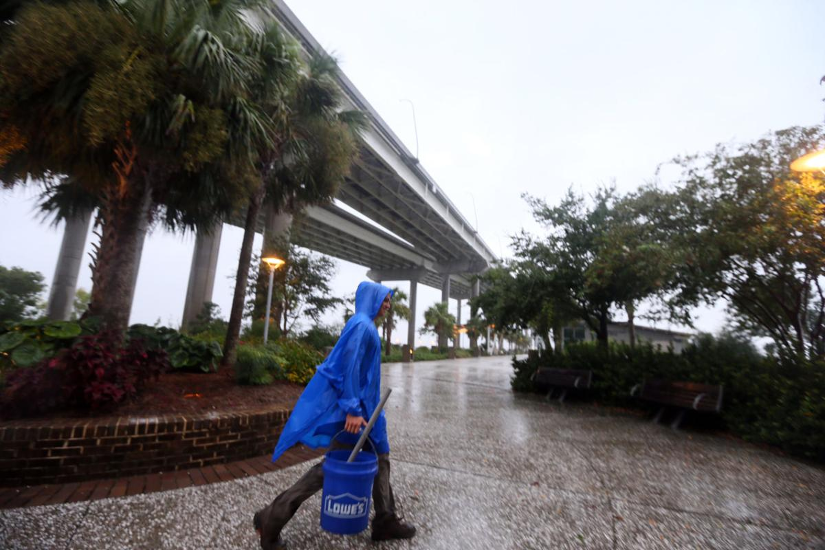 Your 9 am hurricane update high tide and flood worries power your 9 am hurricane update high tide and flood worries power outages and heavy wind gusts nvjuhfo Gallery