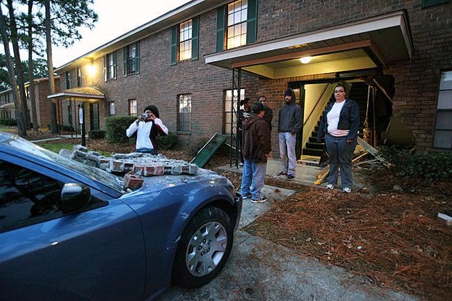 Car smashes into Goose Creek apartment, no injuries