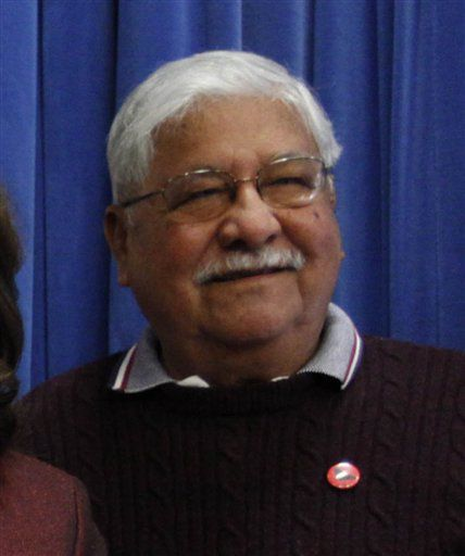 Richard Chavez, farmworker union head, dies at 81