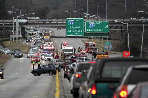Crash temporarily shuts down northbound lanes of North Bridge