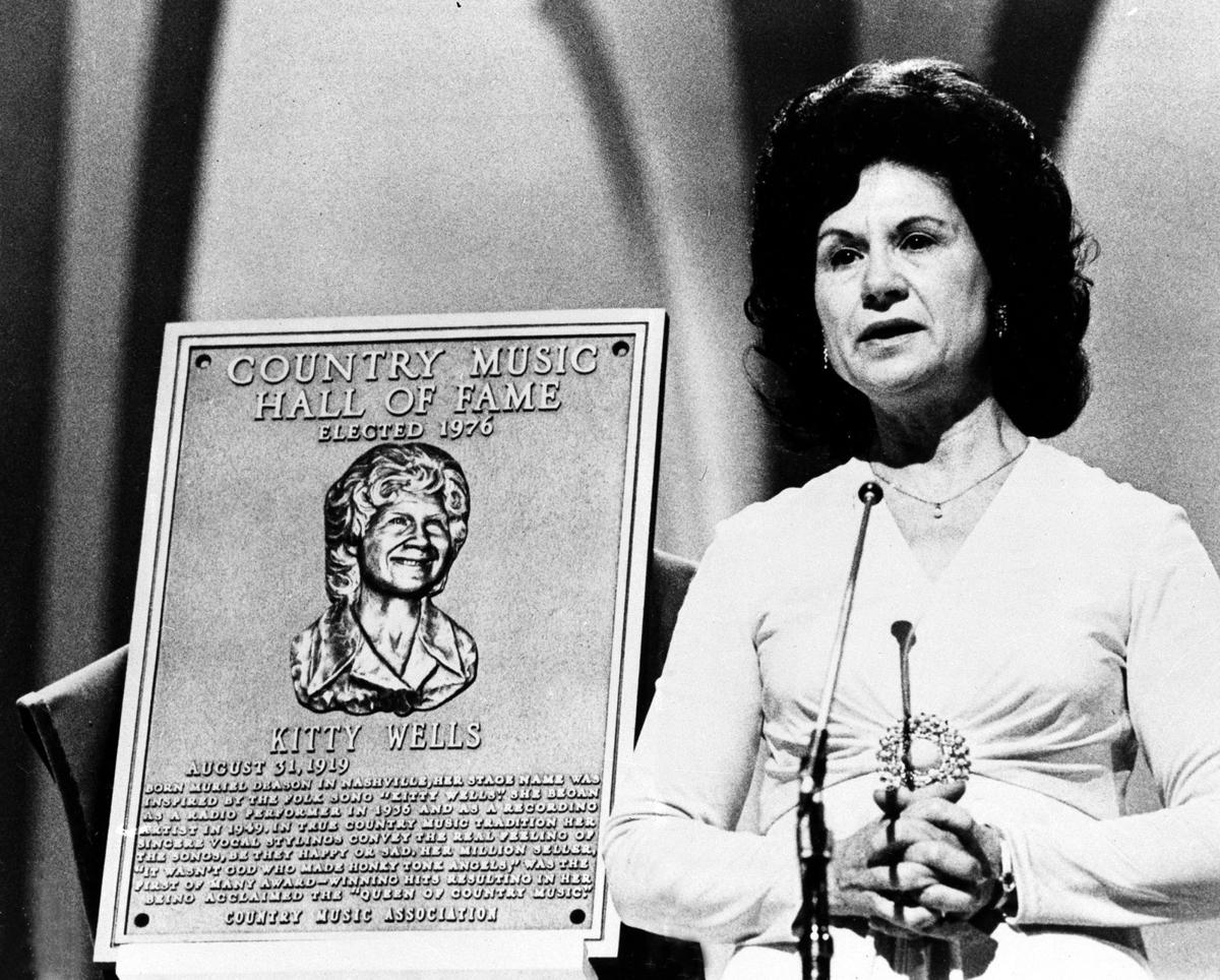 1st female country superstar Kitty Wells dies