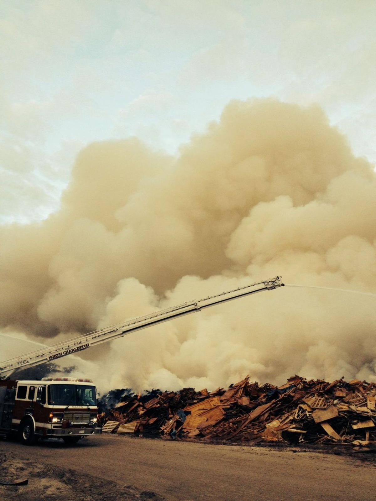 North Charleston firefighters contain blaze at landfill