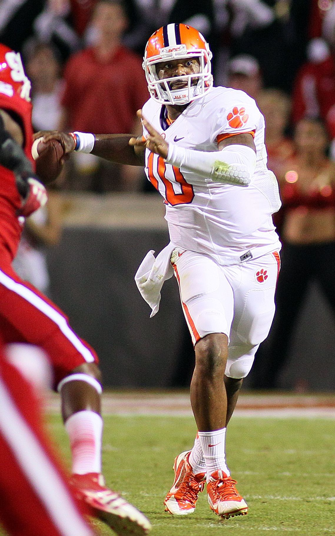 Clemson survives NC State 26-14, lifted by a lucky sideline and Martavis Bryant's second-half TDs
